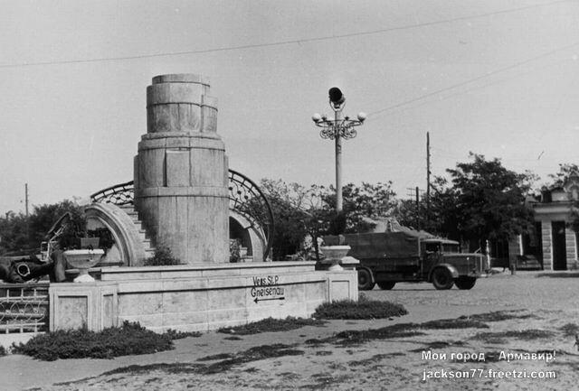 Осень-1942-года-Ц.Площадь-города.jpg
